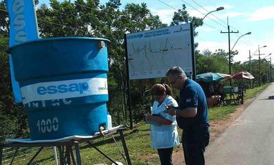 Canillas y unas 30.000 botellitas de agua son el apoyo de la Essap