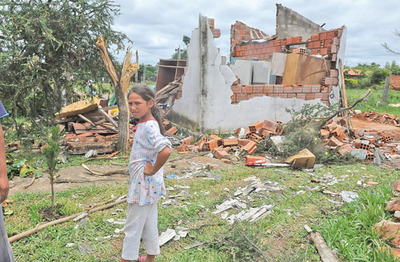 El tornado azotó varios barrios de Limpio y declaran emergencia local