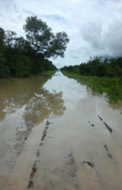 Caminos inundados en el Alto Chaco