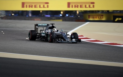 Hamilton y Mercedes vuelven a dominar en la lucha por la 'pole'