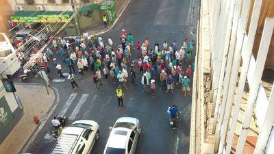 Bocinazos y bombas, durante marcha cooperativista