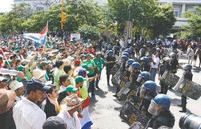 Crece la tensión y habrá más protestas en capital e interior