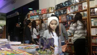 Continúan las presentaciones en la Feria del Libro