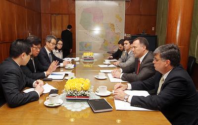 Ministros se reúnen con empresas interesadas en ampliación de las rutas 2 y 7