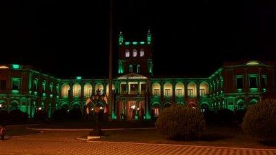 Palacio de López con luces verdes contra abuso infantil