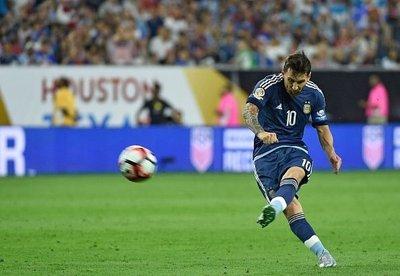 Messi llega a 5 goles y queda a uno de Vargas en la tabla de goleadores
