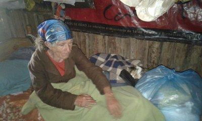 Abuela sobrevive gracias a la caridad en Horqueta
