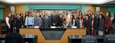 Un total de 41 miembros de la UNA becados al exterior