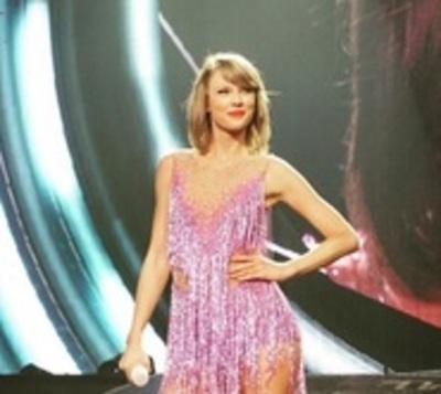 Taylor Swift es la famosa con más ingresos del mundo, según Forbes
