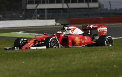 Raikkonen lidera el segundo día de ensayos en Silverstone