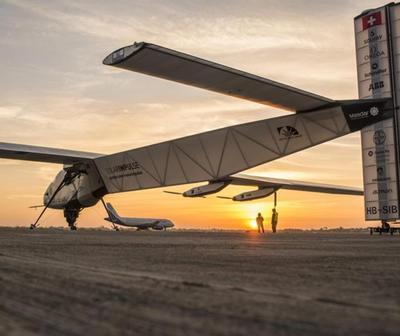 Avión Solar aterriza en Egipto, penúltima etapa de la vuelta al mundo