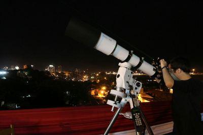Encuentro con telescopio en el barrio Santísima Trinidad