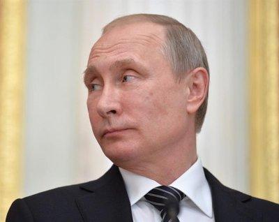 Putin llega a Crimea en medio de tensión