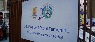 Uruguay festeja que hace 20 años el fútbol dejó de ser sólo cosa de hombres