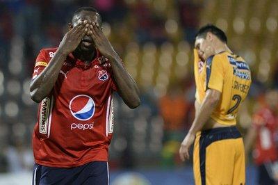 Luque cae en Medellín y complica sus chances de clasificación