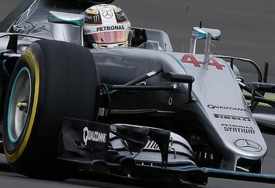Hamilton se da un paseo triunfal en sesión clasificatoria