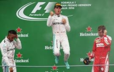 Rosberg se posiciona a tiro de liderato
