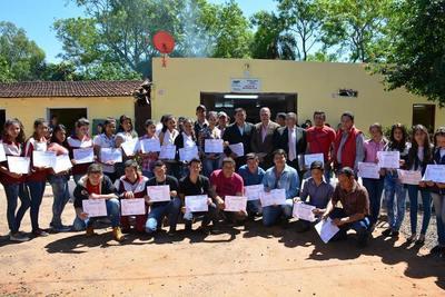 En Arroyito, 400 jóvenes y adultos que aprendieron oficios recibieron sus certificados del SNPP