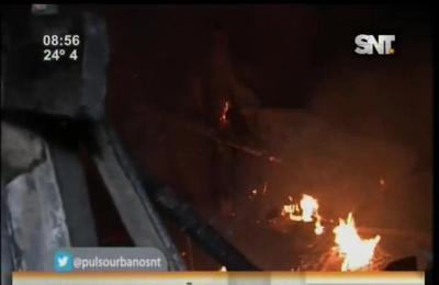 Incendio en el Bañado: Llamas consumieron precaria vivienda