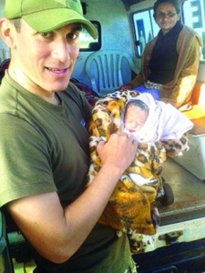 Bebé nace en la patrullera de la FTC