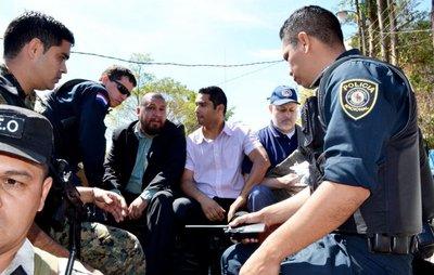 Arrestan a edil y a 2 abogados por hacer grafiti en la Fiscalía