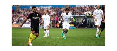 Agüero regresa con goles y mantiene la magia del City