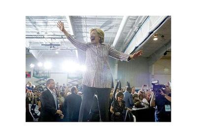 Clinton aventaja a Trump por 5 puntos en las presidenciales
