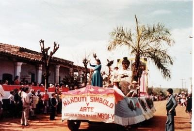Desfile por festejo patronal en Itauguá