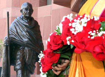 """Ghana """"reubicará"""" una estatua de Gandhi"""