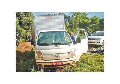 Policía se incauta de una flota de vehículos, armas y drogas en Bado