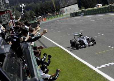 Rosberg da otro paso hacia el título