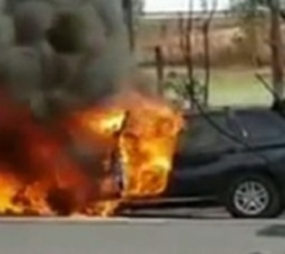 BMW X5 se incendia en autopista