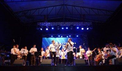 Música y tradición en el Festival de la Raza