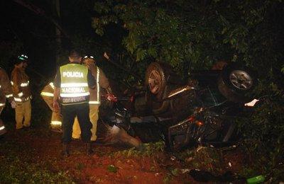 Muerte tras vuelco de camioneta en Areguá