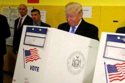 Trump vota y dice que todo está saliendo muy bien