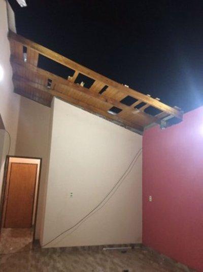 Tornado destecha casas en el sur
