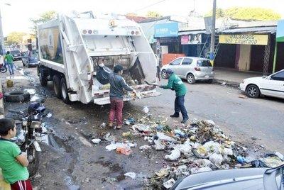 Desechos en calles, baldíos y arroyos
