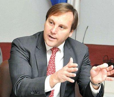 Senadores alistan la interpelación a López Moreira