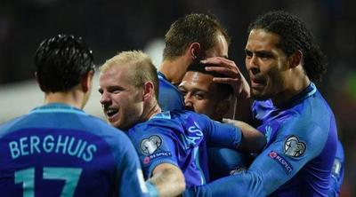 Holanda supera a Luxemburgo con un doblete de Depay