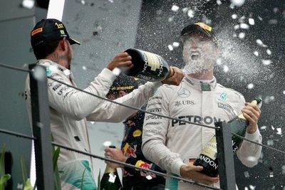 Hamilton ganó en Brasil y le 'peleará' el título a Rosberg en Abu Dabi