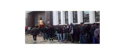 Franjeados madrugan por una entrada en Avellaneda
