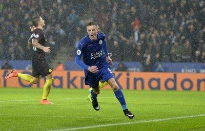 El Manchester City sufre los goles de Vardy