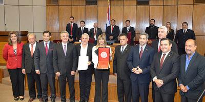 Senado homenajea a Radio Ñandutí y a Humberto Rubín