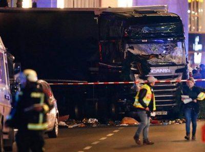 Un camión arremete contra un mercado navideño de Berlín y deja 12 muertos