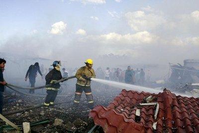 Sube a 26 la cifra de muertos por explosión en mercado pirotécnico