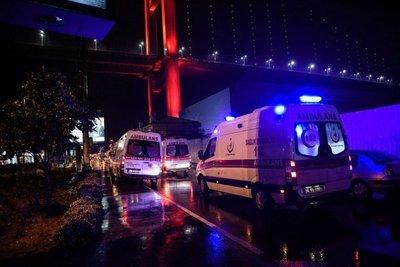 Turquía: Sigue huido el atacante que mató a 39 personas