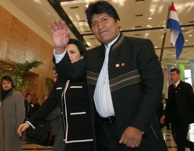 Presidente de Bolivia arriba a Asunción para asistir con Cartes a la salida del Dakar