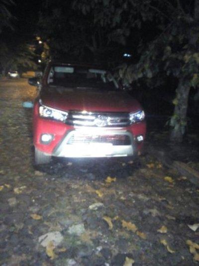 Hallan camioneta abandonada en barrio Recoleta