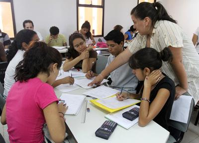 Convocan a estudiantes para becas y ayudas económicas