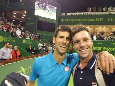 """Pierde ante Djokovic y le pide una """"selfie"""""""